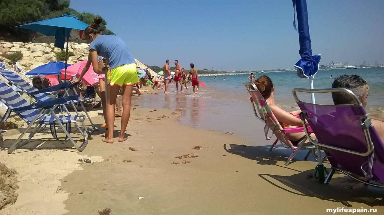 Пляж Playa Los Galeones Rota