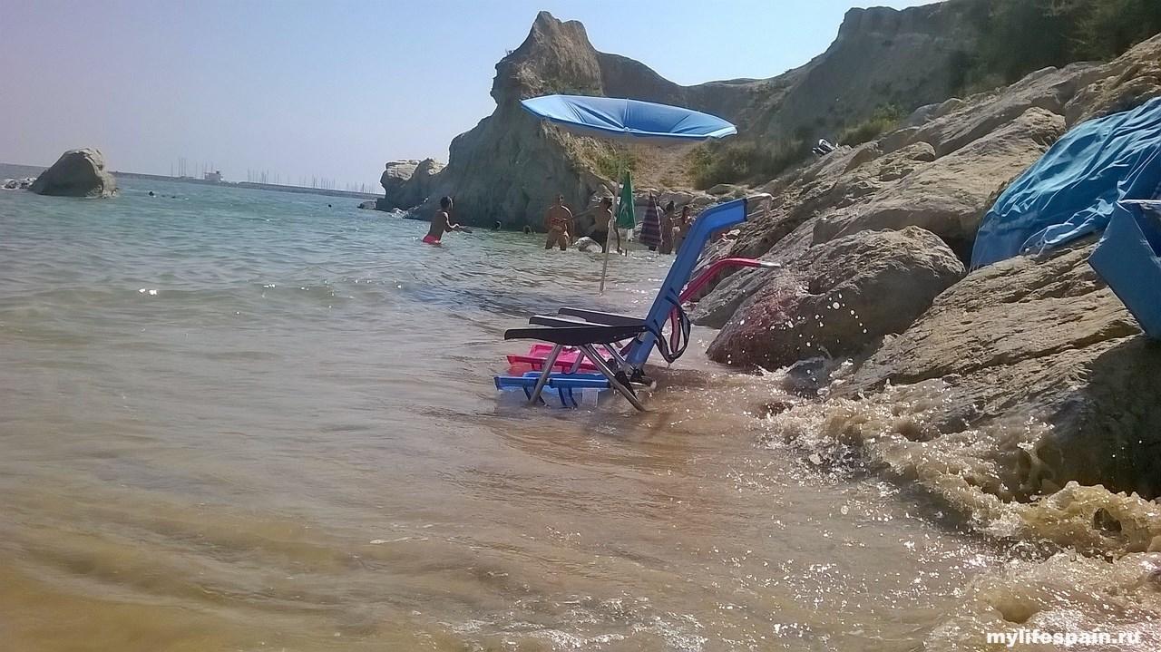 прилив Пляж Playa Los Galeones Rota ИСПАНИЯ